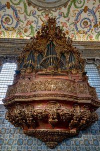191013-08-Coimbra-University-Chapel-Organ-pipes