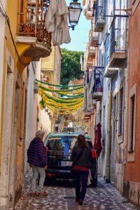 191022-11-Lisbon-street-around-castle