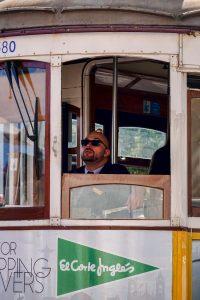 191022-15-Lisbon-trolley-driver