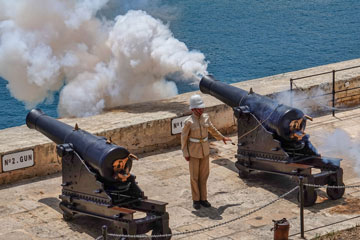 Valletta-Saluting-Battery-Overlooking-harbor-entrance-360x240