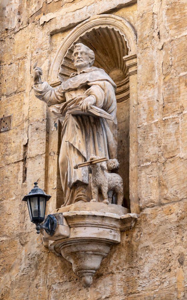 Valletta - Corner Statue